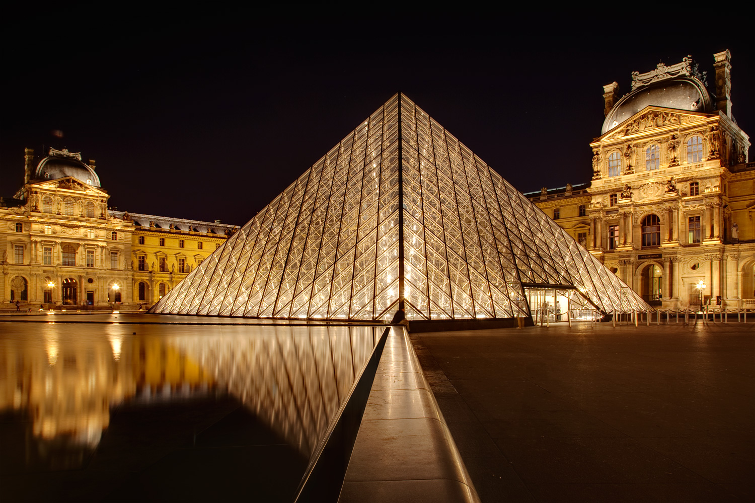 61/LOUVRE/flickr_-_cc_-_manuel_paternity_-_no_modification-_no_commercial_use.jpg